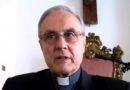 Salvini col rosario in mano al comizio, vescovo Mogavero: «chi è con lui non può dirsi cristiano»