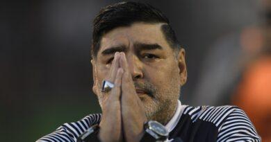 """""""E' morto Diego Armando Maradona"""", l'annuncio del Clarin"""
